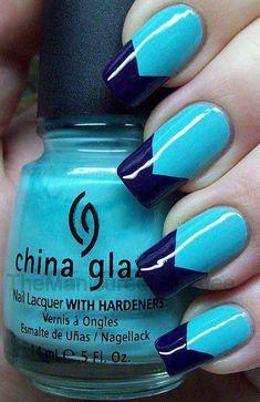 decorando uñas azules