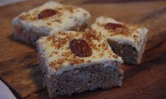 This Low Carb, Gluten Free, Sugar Free Carrot Cake is Easier Than Pie! This recipe is nice and simple, it makes a lovely little grab and go keto cake that pairs perfectly with a creamy coffee! Sugar Free Carrot Cake, Low Carb Carrot Cake, Keto Cake, Yummy Food, Tasty, Banana Bread, Carrots, Gluten Free, Pie