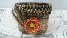 Reciclaje,vas cu floare de mac din cartoane de oua-Recycling, pot with p...