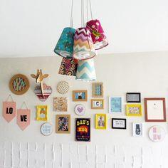 dudi-e-lariz-faça-você-mesmo-parede-de-quadrinhos-10 Decor Crafts, Diy Crafts, Home Decor, E Design, Interior Design, Ideias Diy, Aesthetic Bedroom, Arte Floral, Lampshades