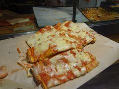 Pizza a taglio con la mozzarella