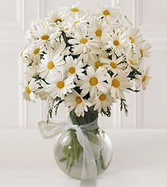 More daisies. great vase idea.