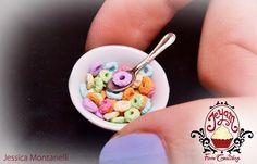 Miniaturas para casa de muñecas. Bol con cereales y  cuchara.
