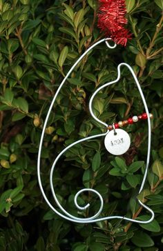 Personalized Cat ornament hand formed wire by GibsonGirlsGoneWired so cool!