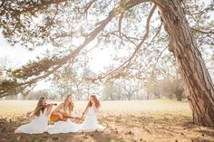 bohemian bridal style inspiration. Read more - http://www.hummingheartstrings.de/index.php/inspiration/bohemehafte-br…-peterveronika/