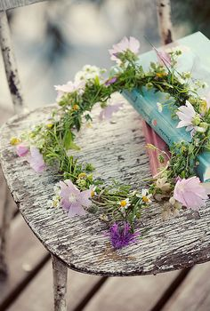 Shabby chic flower wreath & books on distressed chair Wedding Company, Beltane, Floral Crown, Daisy Crown, Wild Flowers, Shabby Flowers, Flower Power, Wedding Flowers, Inspiration