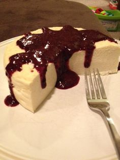 THE BEST protein cheesecake recipe! protein to carb ratio. of cake is perfect serving of about 200 cals, protein, carbs. I would use AdvoCare Muscle Gain protein powder instead. Protein Desserts, Protein Foods, Low Carb Desserts, Just Desserts, Delicious Desserts, Yummy Food, Protein Bars, Protein Muffins, Protein Cookies