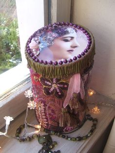 """boîte à bijoux shabby chic """"Shéhérazade"""" en velours ,soie,perles ,organza ,satin, roses en tulle et paillettes : Boîtes, coffrets par artisannelise"""