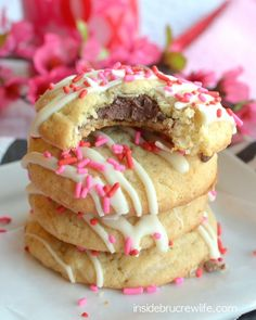 Coconut Nutella Cookies - easy coconut cookies filled with a hidden Nutella center and drizzled with chocolate Nutella Snacks, Nutella Brownies, Nutella Filled Cookies, Nutella Cheesecake, Nutella Recipes, Nutella Cupcakes, Soft Sugar Cookies, Yummy Cookies, Coconut Cookies