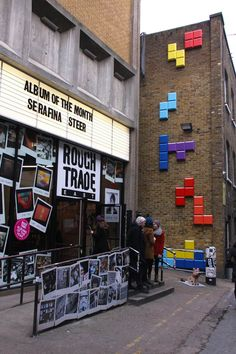 To promote the release of Wreck-It-Ralph in London, the famous Brick Lane street has been turned in true landscape for a weekend, installation by Aden Hynes Sculpture Studios. 8 Bits, Street Art London, London Art, Street Marketing, Video Vintage, Retro Videos, Brick Lane, Wreck It Ralph, London Calling