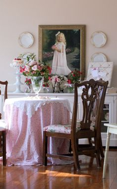 I pulled a round table from the bay window of the sitting room to the center of the room and covered it with pink floral sheets and a white topper. This gave the little girls a spot to sit and craft. And during their picnic, we mothers sat here to eat our lunch.