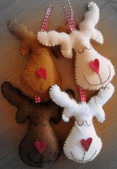 Felt reindeer (Mollie Makes 2011 Christmas issue)