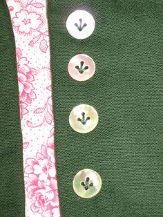 An interesting way to sew on buttons