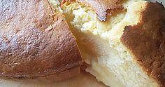 Un bizcocho muy rico, con una textura muy cremosa y deliciosa. Es de nata y leche condensada y nos va a salir del horno con un rico relleno de crema pastelera.