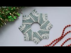 Christmas Patterns, Christmas Projects, Christmas Stuff, Holiday Crafts, Christmas Ideas, Christmas Wreaths, Origami Cards, Money Origami, Folding Money