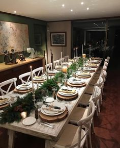 Best Christmas Table Decor ideas for Christmas 2019 where traditions meets grandeur - Hike n Dip Make your Christmas special with the best Christmas Table decoration ideas. These Christmas tablescapes are bound to make your Christmas dinner special. Christmas Table Settings, Christmas Tablescapes, Holiday Tables, Christmas Dinner Tables, Christmas Table Decorations, Decoration Table, Thanks Giving Table Decorations, Christmas Decorations Dinner Table, Tree Decorations