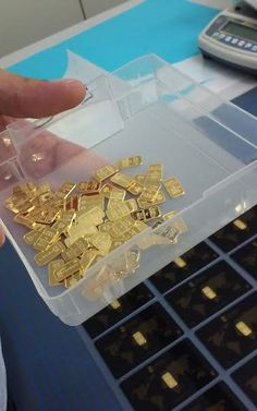 Fantastic Gold Investing Tips And Strategies For Gold Bullion Bars Gold Bullion Bars, Bullion Coins, Silver Bullion, Money Pictures, Money Pics, I Love Gold, Scrap Gold, Money Stacks, Gold Money