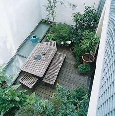 small garden inspiration, and roof window for basement Indoor Garden, Outdoor Gardens, Balcony Garden, Small Garden Inspiration, Casa Patio, Small Courtyards, Garden Spaces, Small Gardens, Vertical Gardens