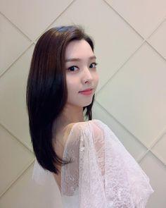 Berry Good, Ulzzang Girl, Girl Group, Berries, Hair Styles, Kpop Groups, Beauty, Arch, Korean