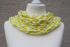 #Schlauchschal #Loop #Loopmania #Textilgarn #gelb Hier ein Exemplar aus der Kollektion Loopmania aus der Gruppe der Wickelnetzschals. Diese werden aus dickerem Garn gestrickt, allerdings ohne...