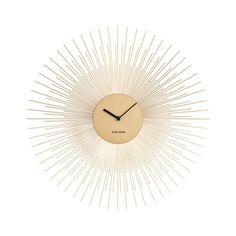 Διαθέσιμο σε χρώμα μαύρο ή χρυσό, το εκπληκτικής σχεδίασης ρολόι τοίχου της Karlsson, είναι βέβαιο πως θα διακοσμήσει τον χώρο που θα επιλέξετε να το τοποθετήσετε και πως θα κερδίσει δικαίως όλες τις εντυπώσεις, αποτελώντας ταυτόχρονα ένα πολύτιμο χρηστικό αντικείμενο για την κάθε μέρα!
