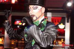 Maestro de ceremonias - Mmm! Cabaret by Despedidas Première. Restaurante temático especial para despedidas de solter@s. www.mmmcabaret