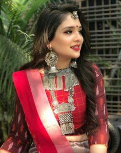Beautiful Oxidized jewellery for this navratri Garba Dress, Navratri Dress, Choli Blouse Design, Blouse Designs, Indian Dresses, Indian Outfits, Chanya Choli, Lehenga Designs, Indian Designer Outfits