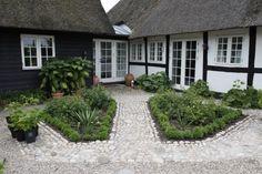 Outdoor Spaces, Outdoor Ideas, Outdoor Decor, Garden Architecture, House Goals, Garden Beds, Cottage Style, Garden Inspiration, Design Projects