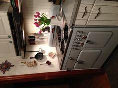 Wood Burning Oven, Food Technology, Vintage Stoves, Antique Stove, Kitchen Cabinets, Kitchen Appliances, Stove Fireplace, Vintage Cookbooks, Higher Design