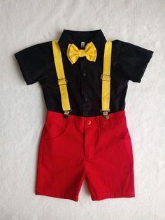 Festa Mickey Baby, Mickey Mouse Birthday Decorations, Theme Mickey, Fiesta Mickey Mouse, Mickey Mouse Outfit, Mickey Mouse Parties, Minnie Mouse, Mickey 1st Birthdays, Mickey Mouse First Birthday