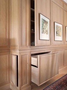収納を確保しながら、部屋のデザインも崩さない。部屋にあった家具などを置いて収納するのも、もちろん、インテリアデザインとしておすすめだけど、今回は、その収納を隠すアイデアを紹介したい。 【 壁パネリングを扉にする】 splendidsass ...