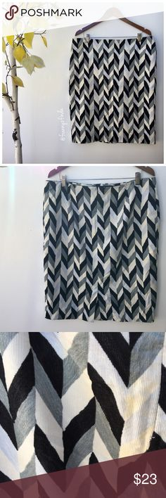 • ISAAC mizrahi skirt • euc • herringbone pattern • shades grey + black + off white • centre back zip closure • back vent • reasonable offers accepted via the offer button Isaac Mizrahi for Target Skirts Pencil