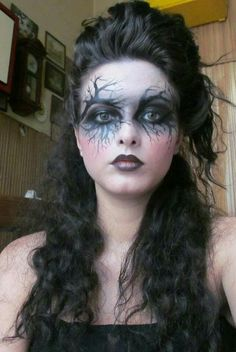 here are the nine Witch Makeup Looks to Rock This Halloween; we have pulled them out from the internet for you. Halloween Makeup Witch, Witch Makeup, Halloween Looks, Halloween Kostüm, Diy Witch Costume, Gothic Halloween Costumes, Haloween Makeup, Gypsy Witch, Fantasy Make Up