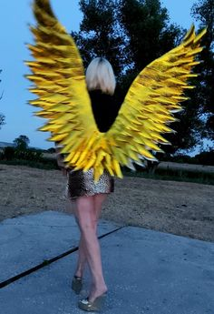 Gold metallic wings costume Wedding wings Shiny gold Angel | Etsy Cosplay Wings, Fairy Cosplay, Halloween Wings, Halloween Costumes, Unicorn Wings, Photo Zone, Angel Images, Gold Angel Wings, Fashion Show