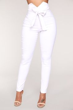 Pants for women, clothes for women, white pants outfit, white Girls Pants, Pants For Women, Clothes For Women, Classy Outfits, Chic Outfits, Work Outfits, Chest Workout Women, Outfit Stile, White Pants Outfit