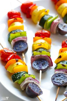 Rainbow Veggie Skewers **Used homegrown or farmers market veggies, & added a few skewers of chicken breast pieces. Healthy, freaking delicious, and supports local farmers! Veggie Dishes, Vegetable Recipes, Vegetarian Recipes, Cooking Recipes, Healthy Recipes, Cooking Corn, Cooking Wine, Veggie Skewers, Kebabs