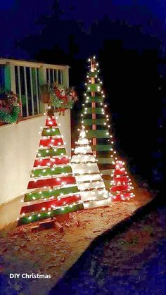 Wood Pallet Projects DIY outdoor wooden pallet Christmas trees with lights - Christmas Decorating Hacks - Christmas Decorating Hacks that save time and money. Easy DIY and craft ideas with pictures included! Wooden Pallet Christmas Tree, Pallet Tree, Diy Pallet, Wooden Christmas Crafts, Christmas Tree From Pallets, Pallet Snowman, Wooden Pallet Crafts, Pallet Ideas For Christmas, Garden Pallet