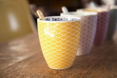 Coffret 2 tasses à thé motif japonais jaune et violet, Tokyo Design Studio. Tea time, oranjade.com