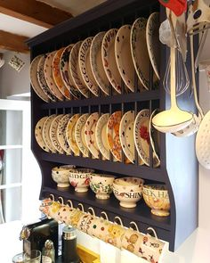 Attractive small kitchen ideas for big taste 00038 – Home Design Plate Racks In Kitchen, Diy Plate Rack, Plate Rack Wall, Kitchen Shelves, Kitchen Storage, Design Loft, Home Design, Shabby Chic Kitchen, Kitchen Decor