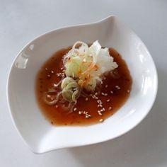 楽天が運営する楽天レシピ。ユーザーさんが投稿した「超簡単!病みつきまろやかあっさり万能ぽん酢たれ♪」のレシピページです。サッパリ風味のたれしゃぶしゃぶ・水炊き・チジミ等何にでも合います。万能ポン酢たれ。●昆布ぽん酢,●味醂,●豆板醬,☆刻みネギ,☆大根おろし,☆白ゴマ,☆ラー油