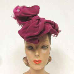 TQ- Vintage 1940s WWII magenta hot  pink chenille tilt ostrich feathers hat