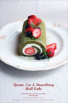 Greentea and strawberry roll cake 푹신푹신 스트로베리 롤케이크 | 마이클럽 Coffee Cookies, Cake Cookies, Cupcake Cakes, Creative Cakes, Creative Food, Strawberry Roll Cake, Green Tea Recipes, Patterned Cake, Roll Cakes