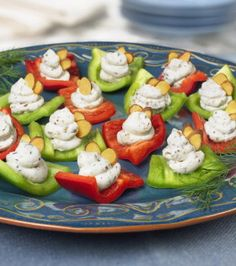 Red and Green Bell Pepper Bites - Healthy Snack Time! I Love Food, Good Food, Yummy Food, Vegetarian Appetizers, Appetizer Recipes, Holiday Appetizers, Snack Recipes, Healthy Snacks, Healthy Recipes