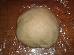 Všechny suroviny zpracujeme, nejlépe ručně, dáme na chvíli do chladna a pak můžeme dělat štrůdl. Těsto je lepš... Bread, Anna, Food, Hampers, Brot, Essen, Baking, Meals, Breads
