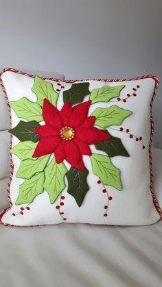 See Also Kissen Beige Mit Schwarzen Punkten I Hampton Stil soulbirdee. Christmas Cushions, Christmas Pillow, Christmas Makes, Christmas Deco, Felt Crafts, Christmas Crafts, Christmas Ornaments, Felt Pillow, Cushion Cover Designs