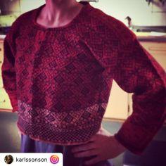 Kofta från Järvsö Hälsingland Knitting Machine Patterns, Swedish Fashion, Fair Isle Pattern, How To Purl Knit, Fair Isle Knitting, Sweden, Knit Crochet, Men Sweater, Embroidery