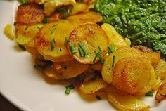 Bratkartoffeln - innen weich, außen sehr knusprig, ein schönes Rezept aus der Kategorie Braten. Bewertungen: 75. Durchschnitt: Ø 4,5.