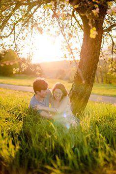 Lichtmädchen Fotografie | Pärchen, Paarfotos, Couple, in love, verliebt, Abendsonne, Evening sun, Frühling, Spring, outdoor