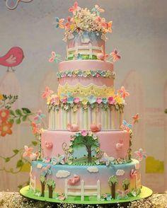 This is fairy birthday cake heaven! Fairy Garden Cake, Garden Cakes, Fairy Cakes, Fairy Birthday Cake, Birthday Cake Girls, Cupcakes, Cupcake Cakes, Pretty Cakes, Beautiful Cakes