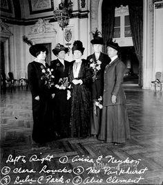 Suffragist Pankhurst with Policewomen in Chicago.
